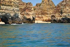 """All that glitters is not gold"" (riahostelalvor) Tags: ocean algarve alvor portugal hostel travel budget nature rocks blue viaggi viajem bellezze tesori wonder beauty beach"