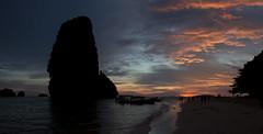 Thai sunsets (RubénRamosBlanco) Tags: naturaleza nature paisaje landscape atardecer sunset playa beach roca rock islas islands mar sea barcas boats color railay tailandia thailand viajar travel