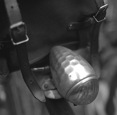 FFD 2017 (Shu-Sin) Tags: french fender day peter weigle black white film ilford hasselblad component bicycle velo bike vintage light luce luz front bag buckle