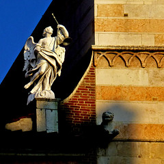 Cremona, Italia (pom'.) Tags: panasonicdmctz30 november 2017 cattedraledisantamariaassunta duomo statue sculpture angel religion church cremona italia italy lombardia europeanunion 100 200 300 400 5000