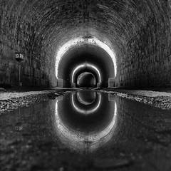 Licht im Tunnel (efgepe) Tags: 2017 france frankreich september brissac chatea chateaudebrissac tunnel licht light lightroom silverefexpro nik bw sw