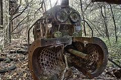 alte Maschine HDR (gabrieleskwar) Tags: outdoor lost place metall eisen wald bäume blätter autoreifen hdr verlassen verfall rost
