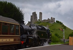 BR Standard 4MT 80146 about to depart from Corfe Castle, on a service from Swanage to Norden. Swanage Railway. 22 07 2017 (pnb511) Tags: swanagerailway train rails railway loco locomotive castle ruins semaphore signals green trees steam engine