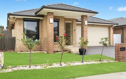 32 Charlie St, Middleton Grange NSW 2171