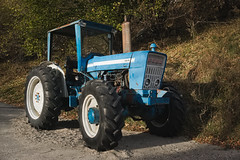 Built to last (Marco MCMLXXVI) Tags: ossola divedro valle piemonte trasquera trattore tractor vintage machine rust motor outdoor mechanic old glory glorious sony ilce6000 a6000 pz1650 rawtherapee ford 6610 road