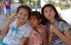preteen girls' peace and puckers (the foreign photographer - ฝรั่งถ่) Tags: preteen girls three peace puckers khlong lat phrao portraits bangkhen bangkok thailand nikon d3200