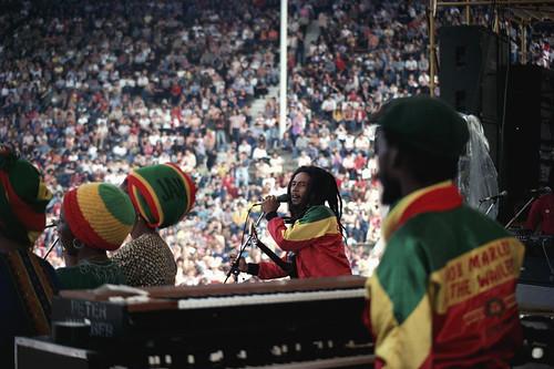 Bob Marley 🎸 📷 ] 🌍 ::\☮/>> http://www.elettrisonanti.net/galleria-fotografica #stadiomeazza #italia #reggae #roots #reggaeroots 🌈 #musica #80s  #sottosuolo #dalvivo  #africaunite #cannabisfree 🍁 #earlyraggae #