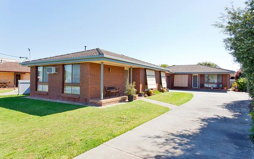 1 & 2/401 Ross Circuit, Lavington NSW