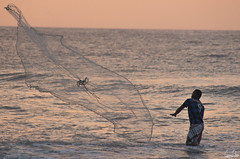 Lancer de filet (Rosca75) Tags: colombia colombie people lifestylephotography fishing fisherman sunset sea seaside ocean oceanside