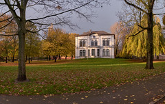 The White House (Blueocean64) Tags: belgium wallonie charleroi architecture perspective park nature tree plant leaf feuille sunset coucherdesoleil autumn extérieur outdoor panorama panoramic ptgui panasonic g5 captureone explore 美丽 艺术 摄影 欧洲 旅游 blueocean64