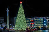 union square 2017 holiday season (pbo31) Tags: sanfrancisco california night black dark color nikon d810 city urban boury pbo31 november 2017 bayarea fall holidays christmas season unionsquare poststreet tree panoramic large stitched panorama macys shopping shop green star couple date