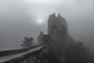 *Die mystische Burg Eltz* - *The mystic Eltz Castle*
