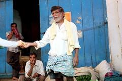 Making the sale, Madurai, India (ambfotos1) Tags: makeadeal seller sale market india madurai