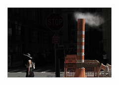 White Smoke, Black Hat (Nico Geerlings) Tags: steam ngimages nicogeerlings nicogeerlingsphotography newyorkcity nyc ny usa lowermanhattan financialdistrict exchangeplace wallstreet