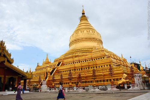 Shwezigon Pagoda. Bagan, Myanmar.