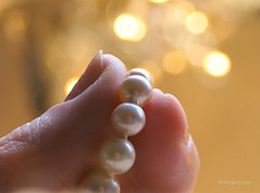 "°°° (MargoLuc) Tags: macromondays theme ""fingertips white pearls golden bokeh indoor panasonic dmcfz2000"