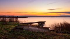 Abandoned boat (Cajofavi) Tags: sky sea jetty boat abandoned fs171126 overgiven fotosondag övergiven kalmar sweden skiff långviken sunrise