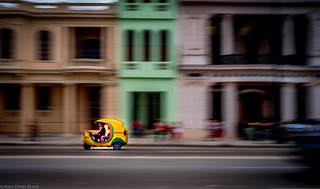 Rushing the Malecon - Havanna