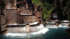 The Wynn...waterfall (ikiem2015) Tags: usa lasvegas thewynnhotel wynn waterfall wasserfall das hotel nevada urlaub holidays licht bäume brunnen sonyalpha58