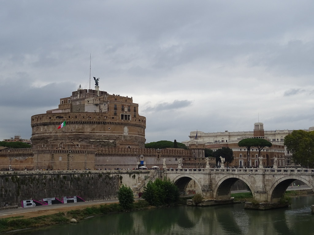 The world 39 s best photos of hadrian and rome flickr hive mind for The beehive rome