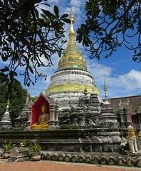 Wat Buppharam Chedi (Chiang Mai, Thailand) (courthouselover) Tags: thailand เมืองไทย mueangthai ประเทศไทย prathetthai siam สยาม kingdomofthailand ราชอาณาจักรไทย ratchaanachakthai chiangmai เชียงใหม่ เทศบาลนครเชียงใหม่ chiangmaiprovince จังหวัดเชียงใหม่ asia southeastasia associationofsoutheastasiannations asean အရှေ့တောင်အာရှနိုင်ငံများအသင်း samahanngmgabansasatimogsilangangasya perhimpunanbangsabangsaasiatenggara សមាគមប្រជាជាតិអាស៊ីអាគ្នេយ៍ ສະມາຄົມປະຊາຊາດແຫ່ງອາຊີຕະເວັນອອກສຽງໃຕ້ persatuannegaraasiatenggara 东南亚国家联盟 தென்கிழக்காசியநாடுகளின்கூட்டமைப்பு สมาคมประชาชาติแห่งเอเชียตะวันออกเฉียงใต้ hiệphộicácquốcgiađôngnamá