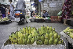around the market (kuuan) Tags: chợphúnhuận caothắng voigtländerheliarf4515mm manualfocus mf voigtländer15mm aspherical f4515mm superwideheliar sonynex5n apsc hochiminhcity hcmc saigon vietnam street market banana