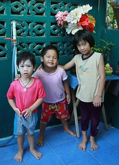 children (the foreign photographer - ฝรั่งถ่) Tags: three children standing food shop khlong thanon portraits bangkhen bangkok thailand canon