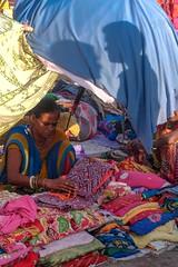 Portrait, Jodhpur, Inde -5977 (helenea-78) Tags: marché market sadarmarket parasol shadows shadow ombres inde jodhpur photoderue streetphotography street