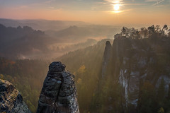 Morning Sun (Myanoli) Tags: sachsen sächsischeschweiz sandstein nature natur morning morgen sunrise sonnenaufgang berge mountains himmel sky outdoor canon eos 6d mark 2 sun sonne