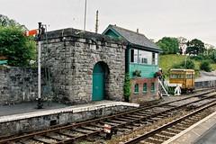 CNV00019/2001 (Milepost 67) Tags: ireland countyroscommon boyle boylerailwaystation railway railways irishrailways irishrail iarnrodeireann semaphore semaphores signal signals semaphoresignal semaphoresignals signalbox signalboxes boylesignalbox boylesignalcabin