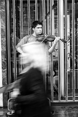 Santiago de Chile (Alejandro Bonilla) Tags: santiago street sony santiagodechile sam santiaguinos santiagocentro santiagochile streetphotography sonya290 urban urbano urbana urbex urbe u bw blancoynegro bn blackandwhite black chile city ciudad calle chilenos callejero regiónmetropolitana monocromo monocromatico