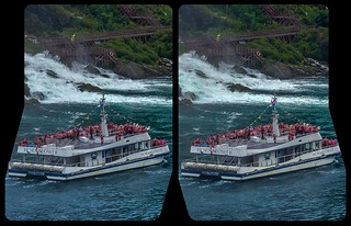Niagara Falls tourist boat 3-D / CrossView / Stereoscopy / HDR / Raw