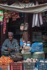 Bhaktapur, Népal (Pascale Jaquet & Olivier Noaillon) Tags: scènederue commerçant ambiance boutique bhaktapur valléedekatmandou népal npl