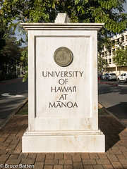 171207 Honolulu-04.jpg (Bruce Batten) Tags: shadows locations automobiles trees trips occasions plants subjects campuses buildings uh vehicles businessresearchtrips usa hawaii honolulu unitedstates us