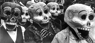 Procession of skeletons of Day of the Dead (Mexico City, Mexico. Gustavo Thomas © 2017)