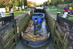 Tight fit (Nige H (Thanks for 11m views)) Tags: canal barge lock lockgates kennetavoncanal caenhill caenhilllocks wiltshire england