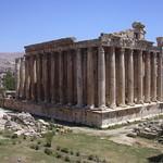 Baalbek, Bacchus Tempel vom Jupiter Tempel aus gesehen thumbnail