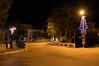 Ψίνθος (Psinthos.Net) Tags: χριστούγεννα christmas christmas2017 χριστούγεννα2017 ψίνθοσ psinthos christmasornaments χριστουγεννιάτικαστολίδια στολίδια ornaments night βράδυ νύχτα βράδυχειμώνα χειμωνιάτικηνύχτα νύχταχειμώνα χειμωνιάτικοβράδυ δεκέμβρησ δεκέμβριοσ december winter χειμώνασ χριστουγεννιάτικοστολίδι στολίδι ornament christmasornament vrisi vrisiarea vrisipsinthos βρύση περιοχήβρύση βρύσηψίνθου βρύσηψίνθοσ δρόμοσ road πλακόστρωτο πεζοδρόμιο sidewalk pavement eucalypt ευκάλυπτοσ ευκάλυπτοι eucalypts railings κάγκελα γεφύρι bridge