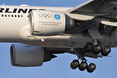 JL0043 HND-LHR (A380spotter) Tags: approach landing arrival finals shortfinals threshold undercarriage landinggear maingear belly boeing 777 300er ja743j geworldwideaircraftenginepartner sticker stickers decal decals 2017 japanairlinescoltdjal jal jl jl0043 hndlhr runway27r 27r london heathrow egll lhr