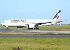 F-GSPF, Boeing 777-228(ER), 29007/201, Air France, CDG/LFPG, 2017-11-01, Bravo Loop taxiway. (alaindurandpatrick) Tags: fgspf 29007201 777 772 777200 boeing boeing777 boeing777200 jetliners airliners af afr airfrance airlines cdg lfpg parisroissycdg airports aviationphotography