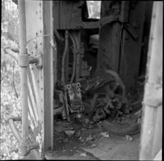 Abandoned Train (Sergei Prischep) Tags: voigtländer superb 75cm f35 skopar fuji neopan acros100 d76 120 film 6x6 voigtländersuperb