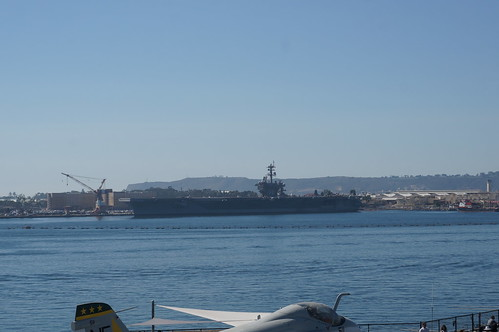"USS Carl Vinson • <a style=""font-size:0.8em;"" href=""http://www.flickr.com/photos/28558260@N04/38316915776/"" target=""_blank"">View on Flickr</a>"