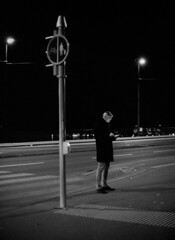 740-BN40/019 (Jock?) Tags: zurich switzerland quaibrucke limmat film vintage retro city street reportage documentary candid people man mobile phone light nikon f3 nikkor 55mmf12k kodak tmax 400 tmy 5053 xtol push 2 ei1600