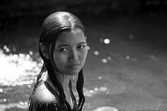 (cherco) Tags: water agua portrait light look lovely wet blackandwhite blancoynegro girl woman drop gota ball indonesia beauty retrato composition composicion canon religion