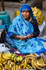 Bananas, New Delhi (Valdas Photo Trip) Tags: india delhi newdelhi streetphotograhy