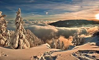 Panorama 12 12 12 . No. 1649+1654. Mont Blanc & Le Creux du Van depuis Les Rochers de Tablettes (Canton of Neuchatel, Switzerland. )
