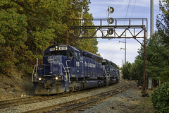 POSE at Meadowcroft Street (Thomas Coulombe) Tags: panamrailways panam pose emdsd402m sd402m freighttrain train signalbridge searchlights lowell massachusetts