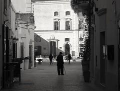 Il signore di Matera (Bonsailara1) Tags: bonsailara1 man hombre anciano old callejon street oldcity matera basilicata italy italia world heritage unesco sassi bw perspectiva perspective