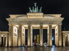 Brandenburg Gate (Tony_Brasier) Tags: golden nikond7200 sigma 1750mm berlin europe germany gate brandenburg night cold bus