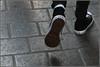 Pas... ou pas ! (Pi-F) Tags: pieds chaussure converse noir blanc couleur star pas semelle marche ligne mode rue pavé usé